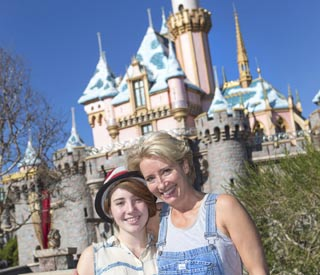 Emma Thompson treats daughter in Disneyland