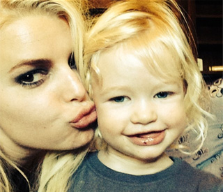 Jessica Simpson shares cute picture with daughter