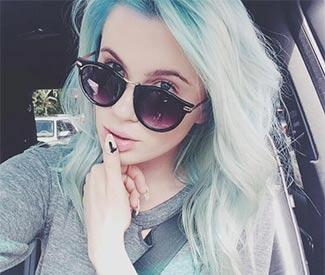 Ireland Baldwin debuts blue hair