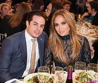 Jennifer Lopez opens up on aunt at GLAAD awards