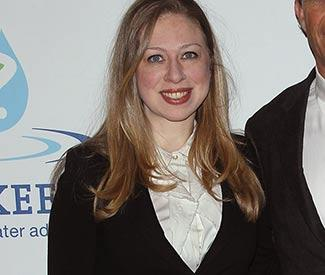 Chelsea Clinton keeps bump hidden at NYC event
