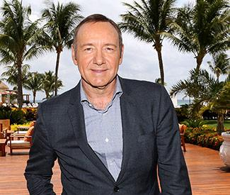 Kevin Spacey shouts at mobile phone user in theatre