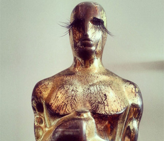 Anna Paquin makes over her Oscar trophy