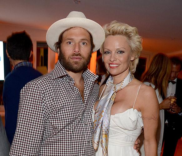 Pamela Anderson spotted kissing estranged husband