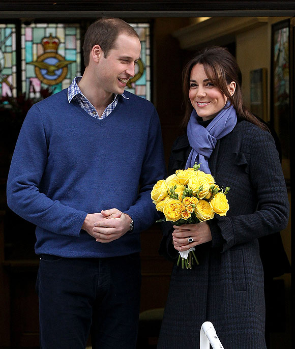 Pregnant Kate Middleton leaves hospital with Prince William