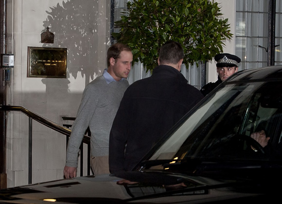 William visiting a pregnant Kate in hospital