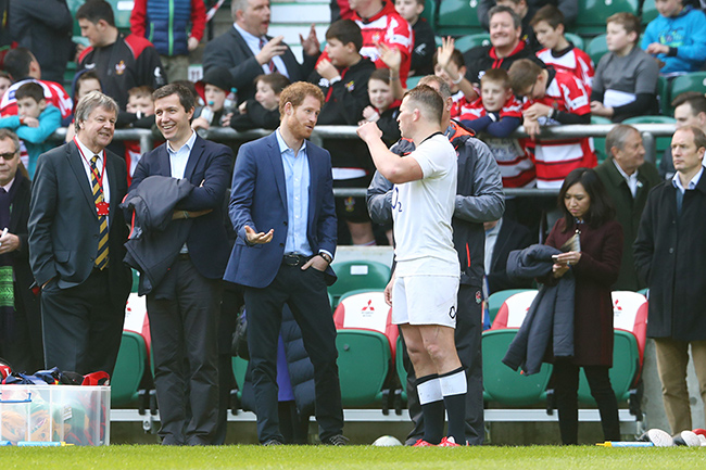 prince-harry-rugby-fans-twickenham3
