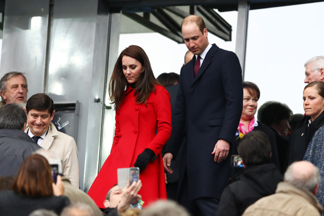 kate-middleton-red-coat-rugby-prince-william