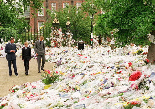 prince-charles-william-and-harry-at-kensington-palace-following-diana-death