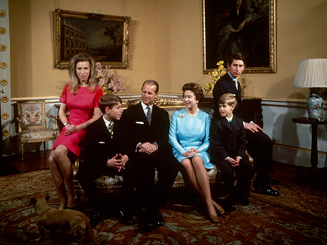 the-queen-and-her-children-at-buckingham-palace-1972