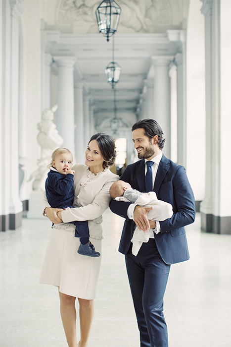 princess-sofia-of-sweden-and-prince-carl-philip-pose-with-baby-gabriel-and-prince-alexander