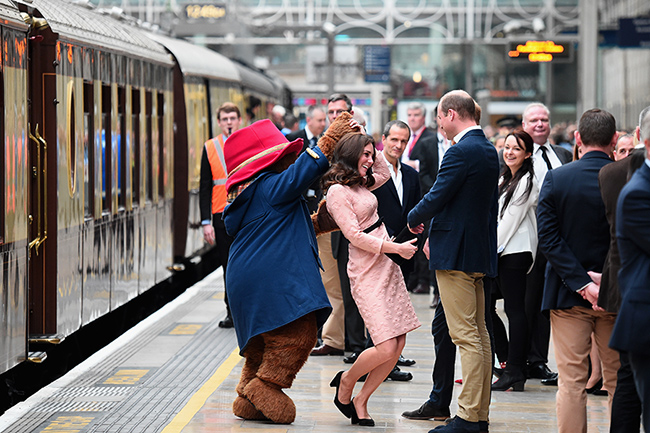 kate-middleton-dancing-with-paddington-bear
