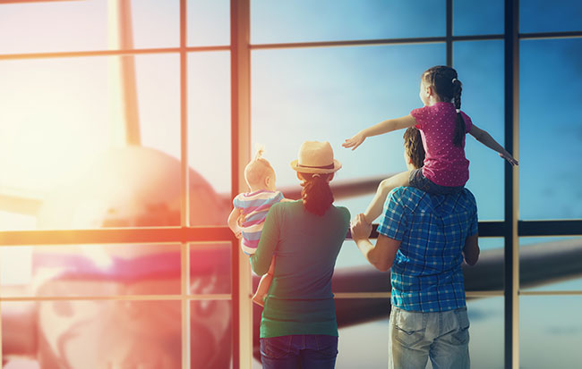 Family-travel-at-airport