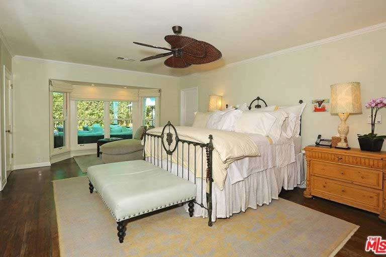 See Inside Selena Gomez 39 S New Home In Los Angeles Photo 5