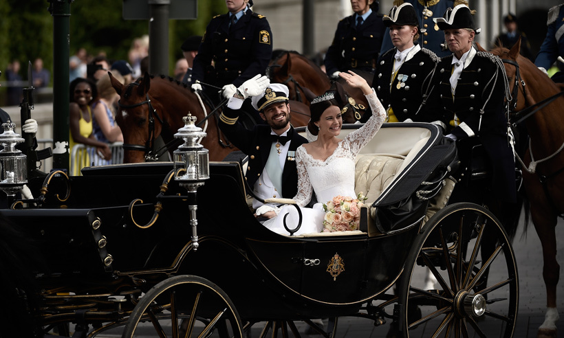 Carl Philip and Sofia rode through the streets of Stockholm in a horse-drawn carriage. 