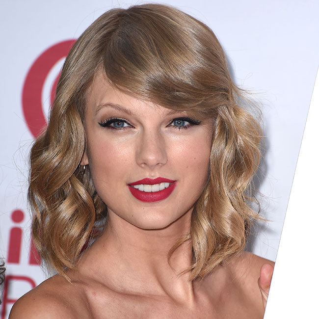 "Add some glamour like <a href=""http://us.hellomagazine.com/tags/1/taylor-swift"" target=""_blank""><strong>Taylor Swift</strong></a> with curls and soft highlights.