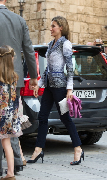 For Easter mass in 2014, Letizia styled her fitted navy and white blazer with ankle length navy pants and a white clutch.