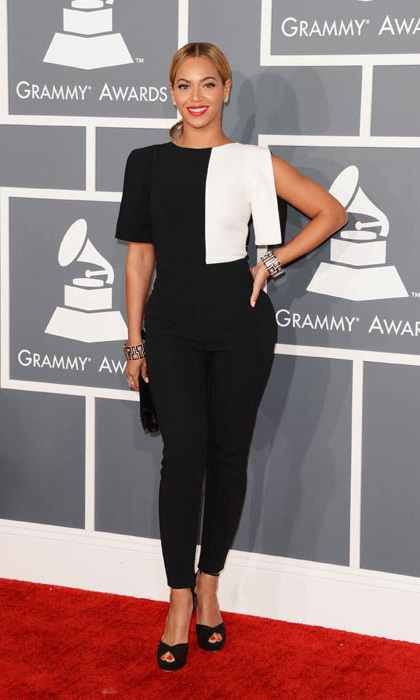 Beyoncé surprised everyone at the 2013 Grammy Awards by breaking the norm and opting for a monochome top and trousers. 