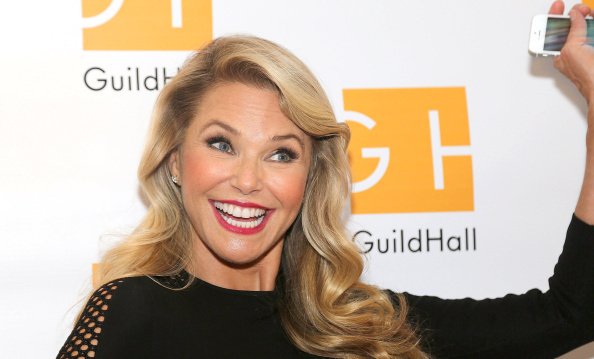 Brinkley (AR) United States  City new picture : Christie Brinkley injured after trying to save bird while on vacation