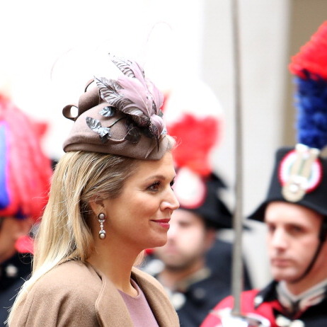 To meet the Italian Prime Minister Enrico Letta, the Queen donned a lilac cocktail hat. 
