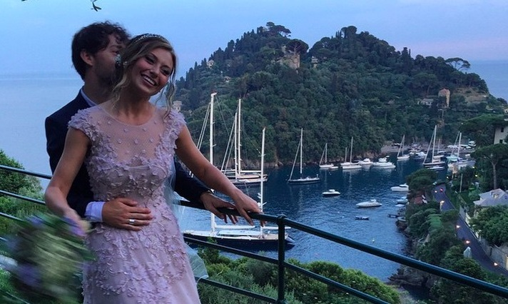 Disney Star Aly Michalka Weds Stephen Ringer In Princess