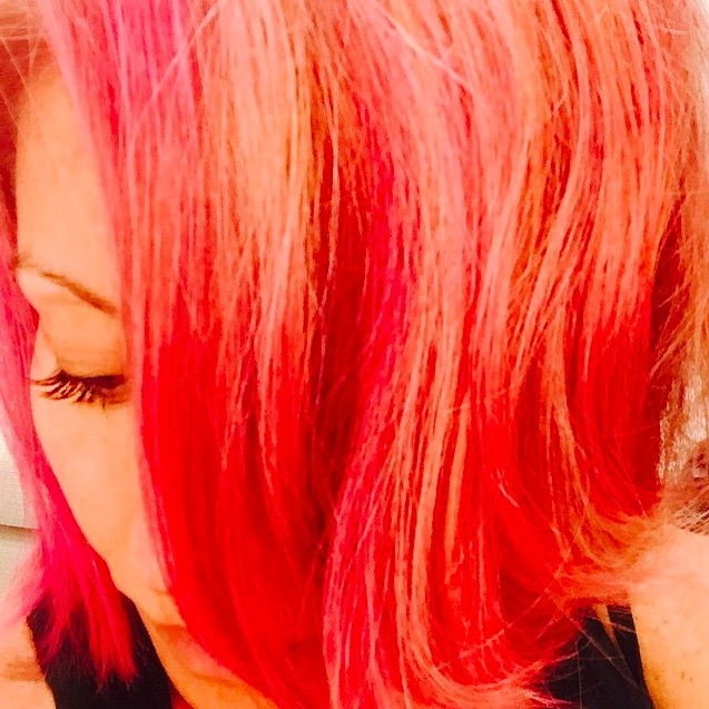 "<a href=""http://us.hellomagazine.com/tags/1/kelly-ripa/""><strong>Kelly Ripa</strong></a>'s hair is on fire! This reddish orange shade looks so hot it's cool.