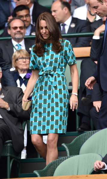 During the Federer vs. Djokovic gentlemen's finals in 2014, Kate wore a green and blue geometric dress by Jonathan Saunders, accessorized with a cream L.K. Bennett clutch. She first wore the dress during the Jubilee Tour in 2012.