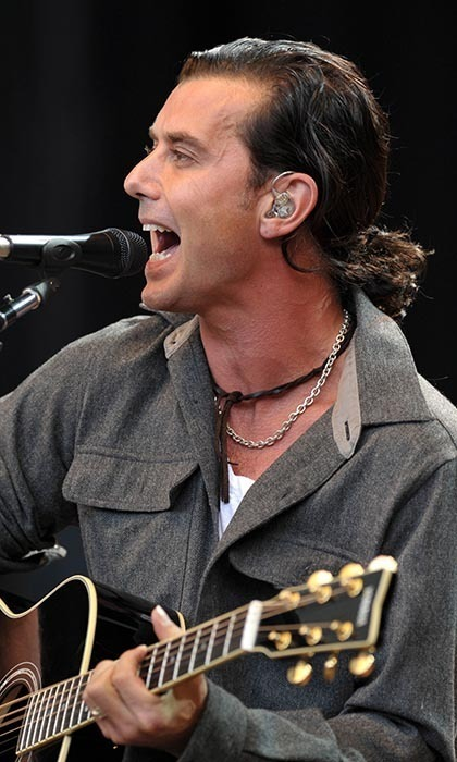 "<a href=""http://us.hellomagazine.com/tags/1/gavin-rossdale/""><strong>Gavin Rossdale</strong></a> had no time to primp before this 2009 benefit concert — but he did have time to accessorize! The perfect compliment to a leather choker and grungy vocals? A casual ponytail, of course.