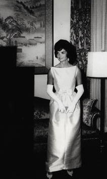 Ever the proper hostess, she stunned at official engagements, taking her role as First Lady very seriously from the beginning. 