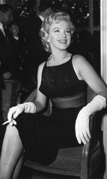 When on one of her many a publicity tours, as seen here in 1957, charming Marilyn knew just what to wear to get the press' attention.