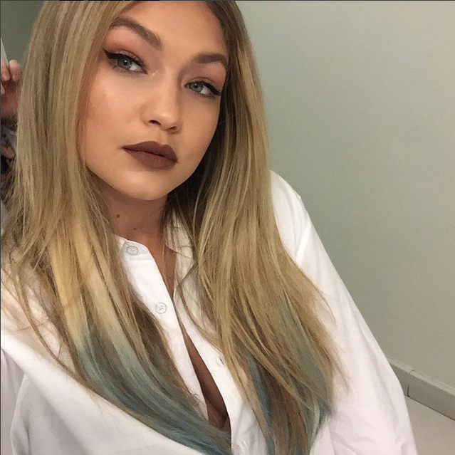 "<a href=""http://us.hellomagazine.com/tags/1/gigi-hadid/""><strong>Gigi Hadid</strong></a> added a subtle touch to her classic blonde hair with a faded light blue tint at the ends. 