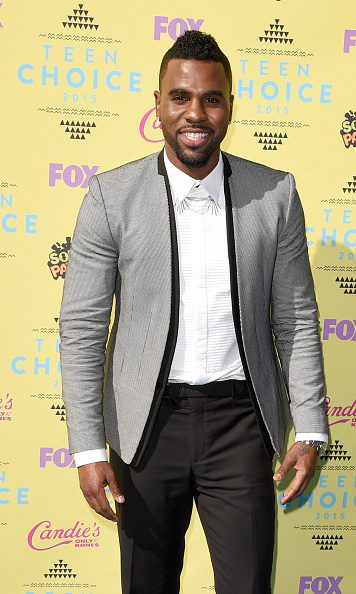 Jason Derulo looked suave in his modern grey and black suit.