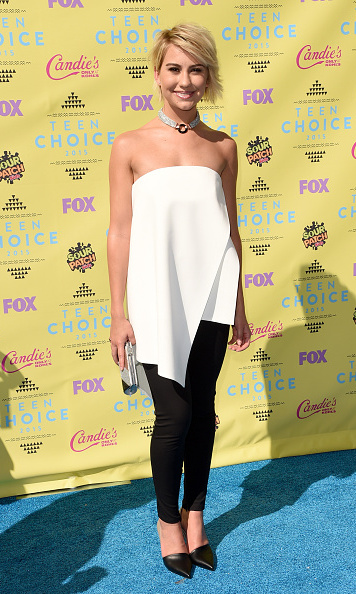 Chelsea Kane looked stunning in a monochromatic look.