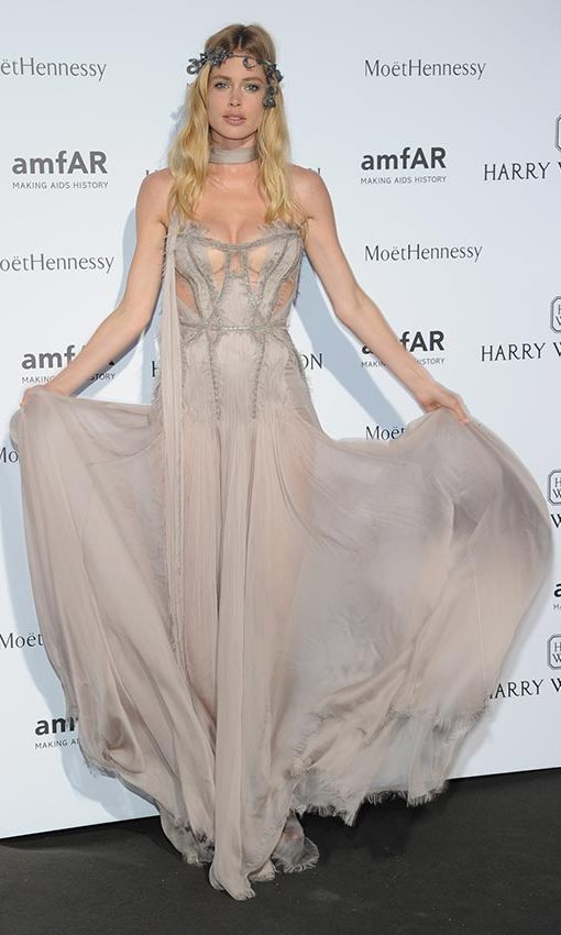 Doutzen Kroes looked like a real-life fairy in this Versace gown that she wore to the amfAR gala, held during Paris Haute Couture Week.