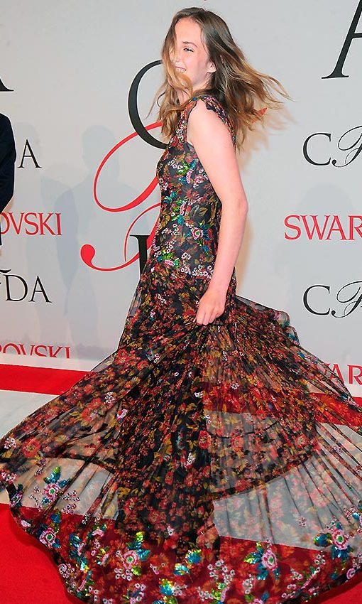 Maya, daughter of Uma Thurman and Ethan Hawke, had a blast spinning in her floral dress at the 2015 CFDA Gala. 