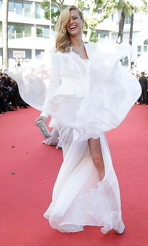 Petra Nemcova had a laugh with the photographers showing the fluidity of her Zuhair Murad outfit that consisted of an embellished jacket and a skirt with slits on either side. 
