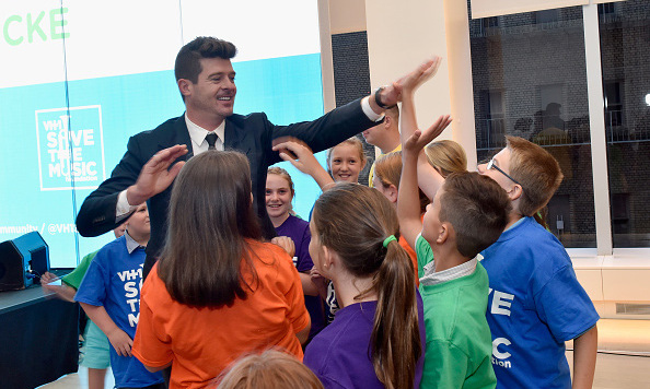 "August 26: Robin Thicke partnered with VH1's Save the Music Foundation and Viacommunity for the ""Robin Thicke Piano Delivery"" in New York City.