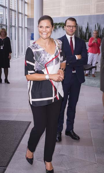 September 10: An expecting Crown Princess Victoria and husband Prince Daniel paid a visit to the headquarters of AstraZeneca pharmaceutical in Gothenburg, Sweden. 