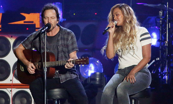 """It's not everyday that I get to perform with a Queen."" Pearl Jam's Eddie Veder and Beyoncé wowed the audience with their rendition of Bob Marley's ""Redemption Song.""