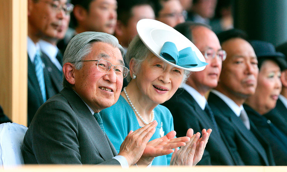 Emperor Akihito and Empress Michiko of Japan applauded the opening ceremony of the Wakayama National Athletic Festival at Kimiidera Stadium.