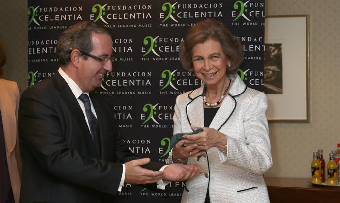 Queen Sofia of Spain received an award for her dedication to promoting classical music at a concert to benefit sufferers of Alzheimers.