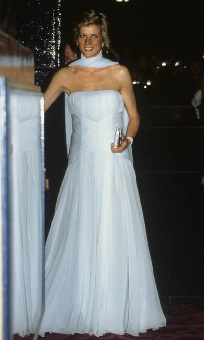 Looking every inch the fairytale princess, Diana arrives at the Theatre Royal Dury Lane in a light blue chiffon evening dress.<br>