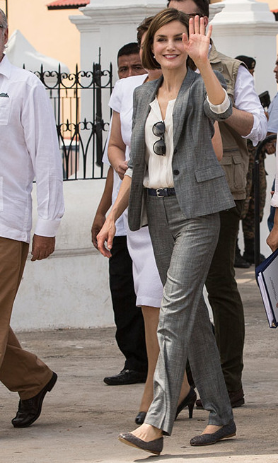 In El Salvador the Queen wore a gray pant suit with matching flat shoes.