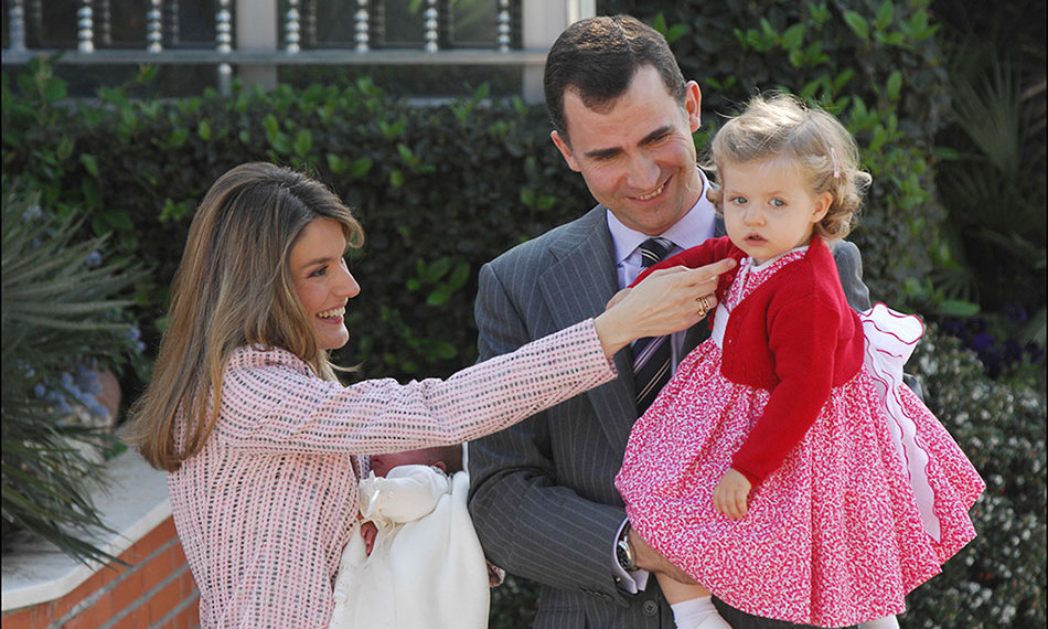 Accompanying her newborn sister Princess Sofia out of the hospital, little Leonor wore a red and white spotted dress topped off with a red bolero. 