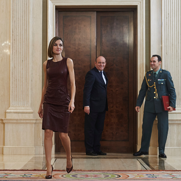 A stylish Queen Letizia of Spain grabbed attention as she held court at Zarzuela Palace in Madrid. <br> <br>