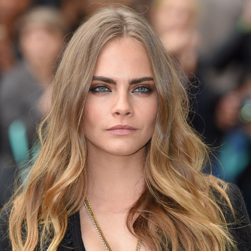 4) Work on both eyebrows at the same time. <br>