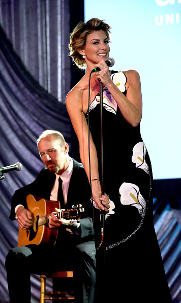 November 6: Faith Hill performed during UNICEF Audrey Hepburn Society Ball honoring former first lady Barbara Bush at the Hilton Americas Hotel in Houston, Texas.
