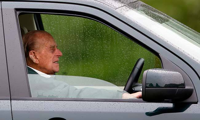 To avoid arriving late, Prince Philip has given his valet the task of feeding him sandwiches while he drives. <br>