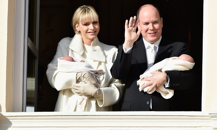 Less than a month after they were born, the royal twins Gabriella and Jacques were introduced to the monaguense public on the balcony of the royal palace. 