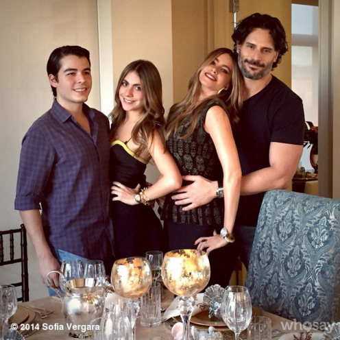 "Joe celebrated Thanksgiving in 2014 with Sofia's family. The actress captioned her photo, ""Giving thanks for a beautifull year and my love ones❤️❤️❤️❤️!! Happy thanksgiving!!!!!""